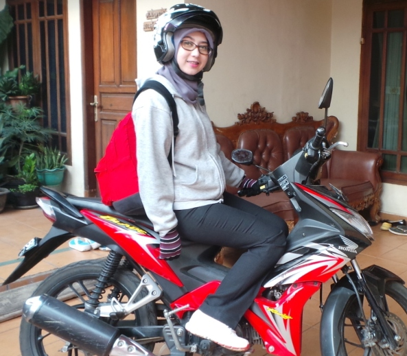 contoh kelengkapan lady biker yang jos