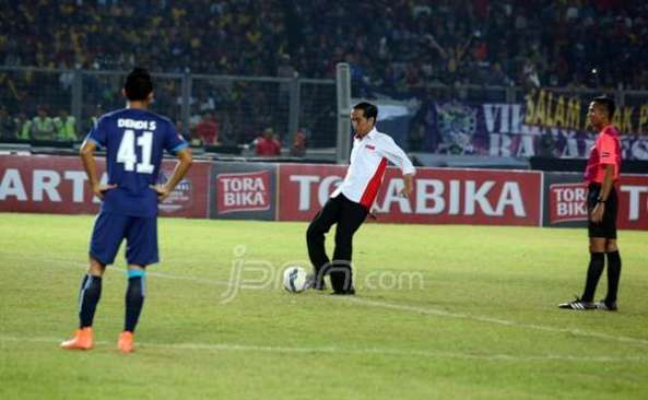 Jokowi_Bola_ric_d