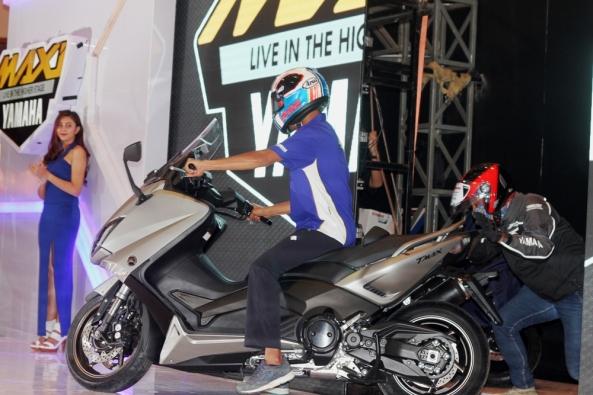 rey-ratukore-menunggangi-tmax-di-indonesia-motor-show-imos-2016