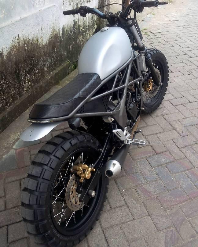 Honda CB150R Bergaya Scrambler Tracker Ganteng Maksimal