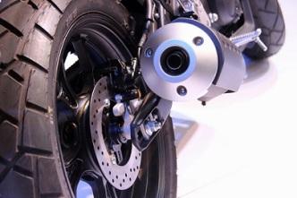 Ban-belakang-dengan-rem-cakram-pada-Yamaha-All-New-XSR-155